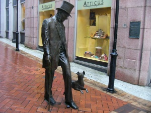 A statue of John Plimmber, known as the Father of Wellington and his dog called Fritz